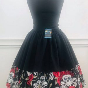 Geek fashion - twirl skirt - skulls and roses